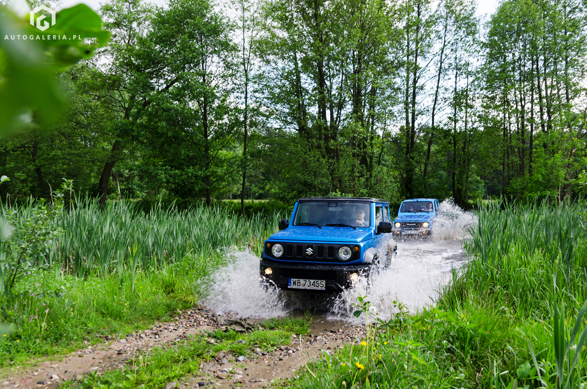 Suzuki Samurai vs Jimny splash