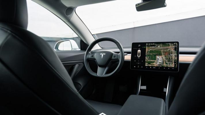 Zapłać 500 dolarów i Twoja Tesla znów będzie mieć radio FM ...